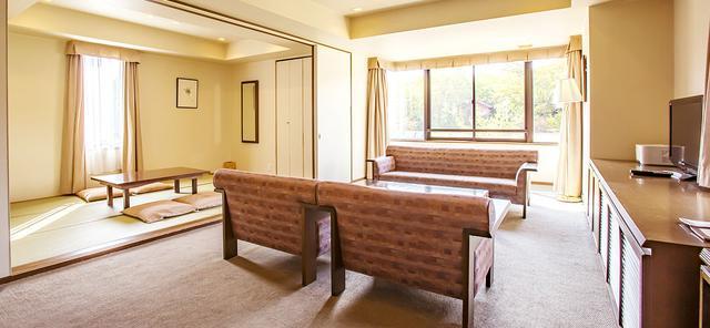 画像: ご宿泊は鬼押温泉『ホテル軽井沢1130』のスイートルームをご用意しました。 www.karuizawaclub.co.jp