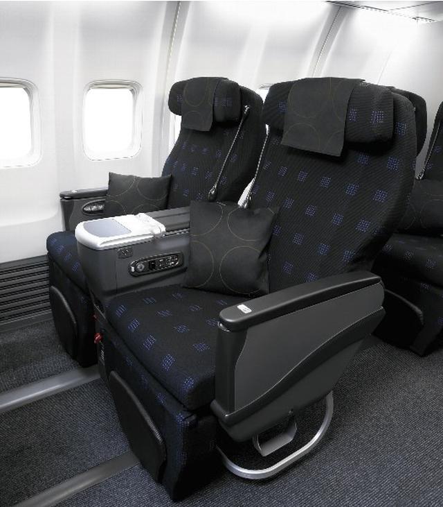 画像: ビジネスクラスの座席(一例/座席は写真と異なる場合があります)