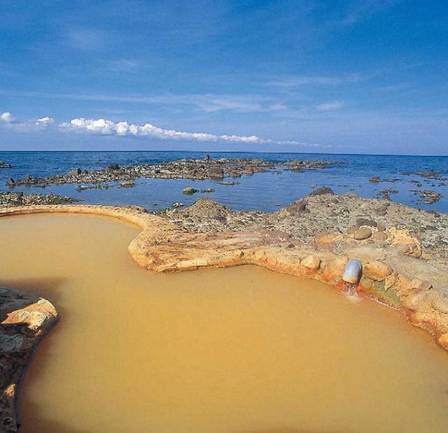 画像: 海を望む絶景の秘湯!黄金崎不老ふ死温泉に入浴