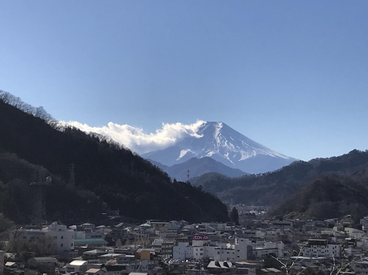 画像: 晴れた空にそびえる初富士