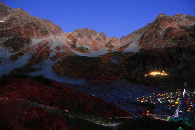 画像: テントの光も美しい涸沢カール(イメージ)