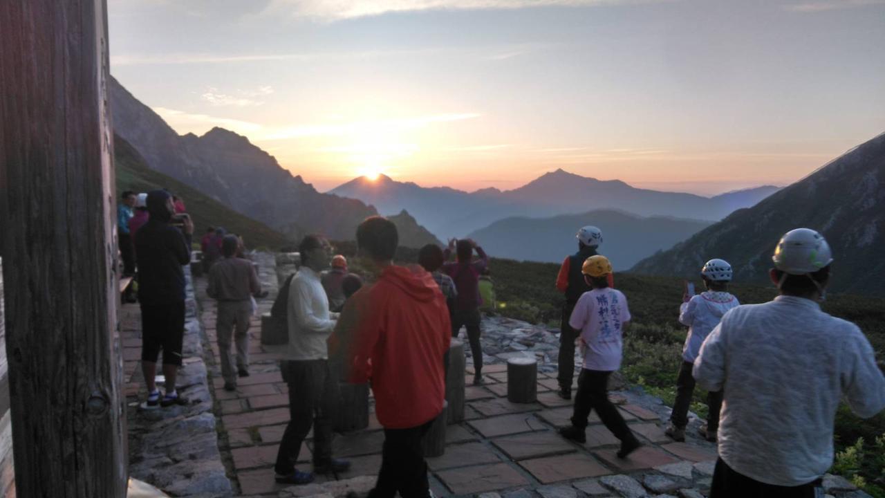 画像: 剣山荘からの朝日(イメージ)