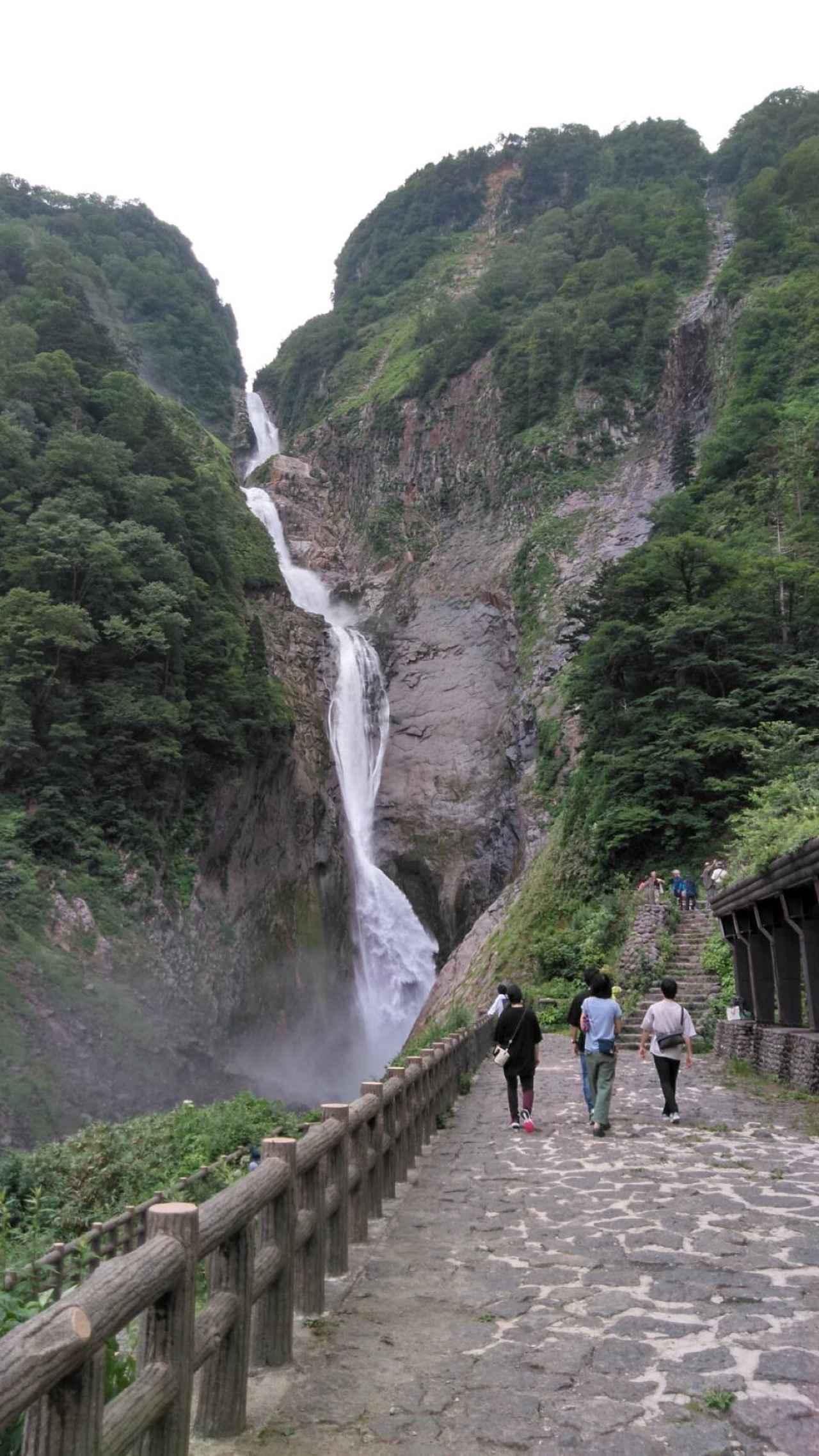 画像: 落差350m、日本一の落差の称名滝(イメージ)