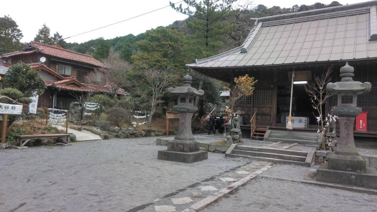 画像: 温泉神社(スタッフ撮影)