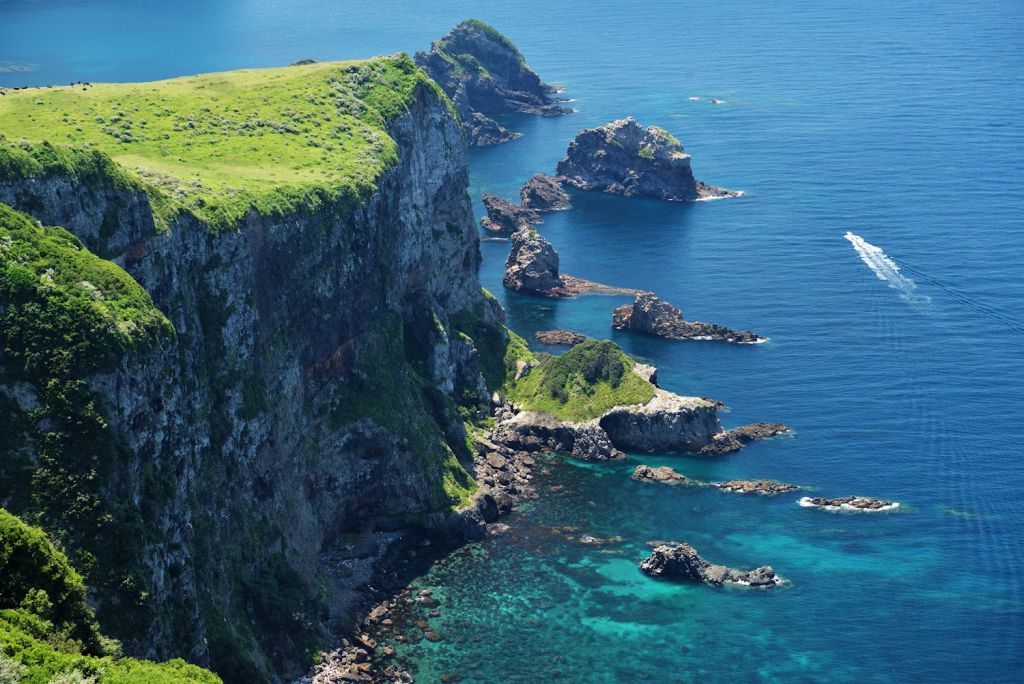 画像: ■出発日 9/3(月) 5日間 『青い海に映える断崖と緑の丘 夏の隠岐をめぐる絶景の海岸美』【東京出発】|クラブツーリズム