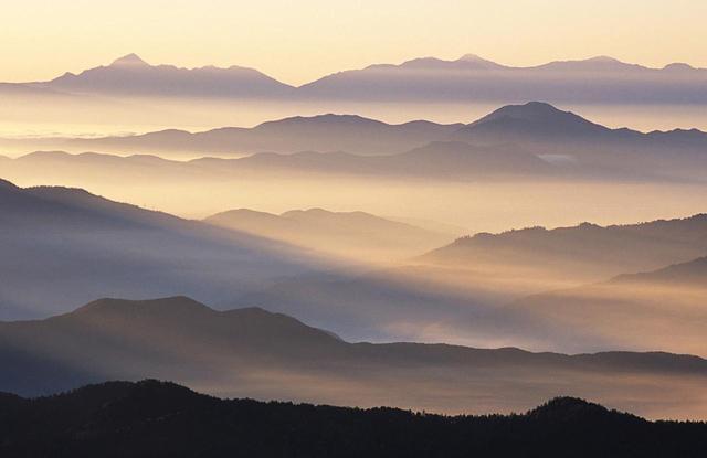 画像: 乗鞍岳・畳平から日本画のような山並み(7月)