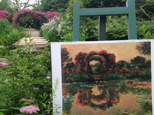 画像: バラのアーチとキャンバス