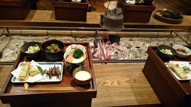 画像: ごんべえ邑で田舎料理に舌鼓