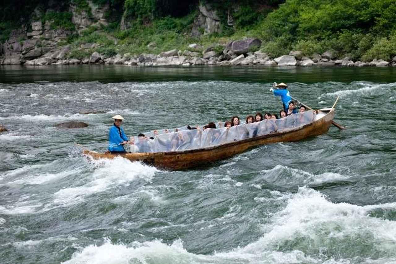 画像: 和戦船頭さんの解説とともに和船で天竜川舟下り