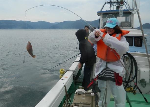 """画像: Bプラン:""""釣りの聖地""""五島で初心者でも楽しめる手ぶらで海釣り体験!五島の漁師と行く!手ぶらで海釣り体験と絶品海鮮料理の昼食プラン"""