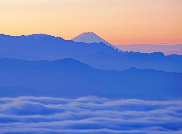 画像: 2019年10月11日(金)『標高2000mの美しい紅葉と幻想的な雲海 日本最高所にある湖の鮮やかな紅葉・白駒池 2日間』 【新宿出発】