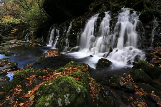 画像: 『紅葉が織り成す水風景 獅子ヶ鼻湿原と鳥海山麓の滝めぐり 3日間』【東京出発】コース情報:ハイキング入門
