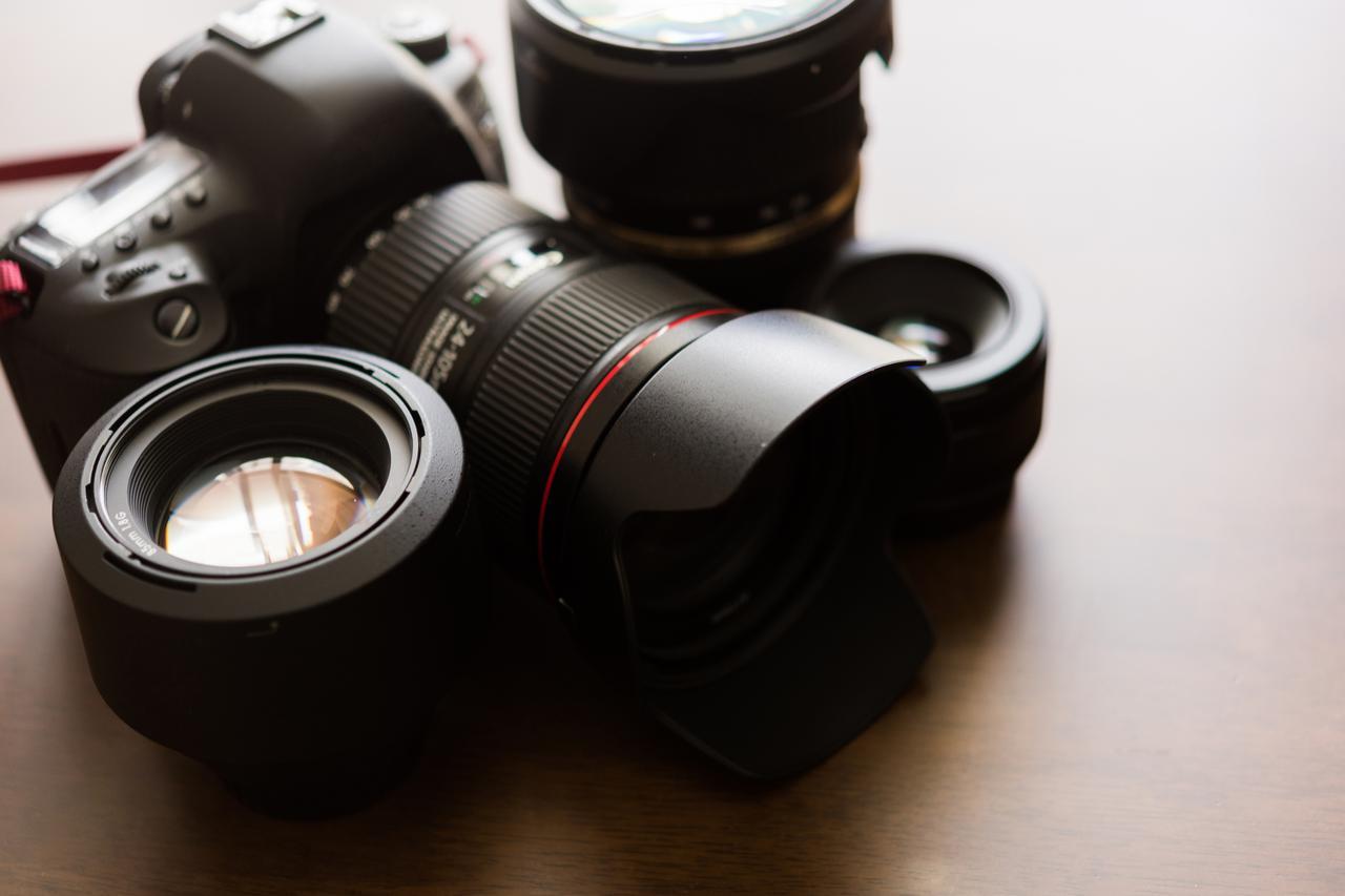 画像: カメラ・レンズは重さや性能は様々です