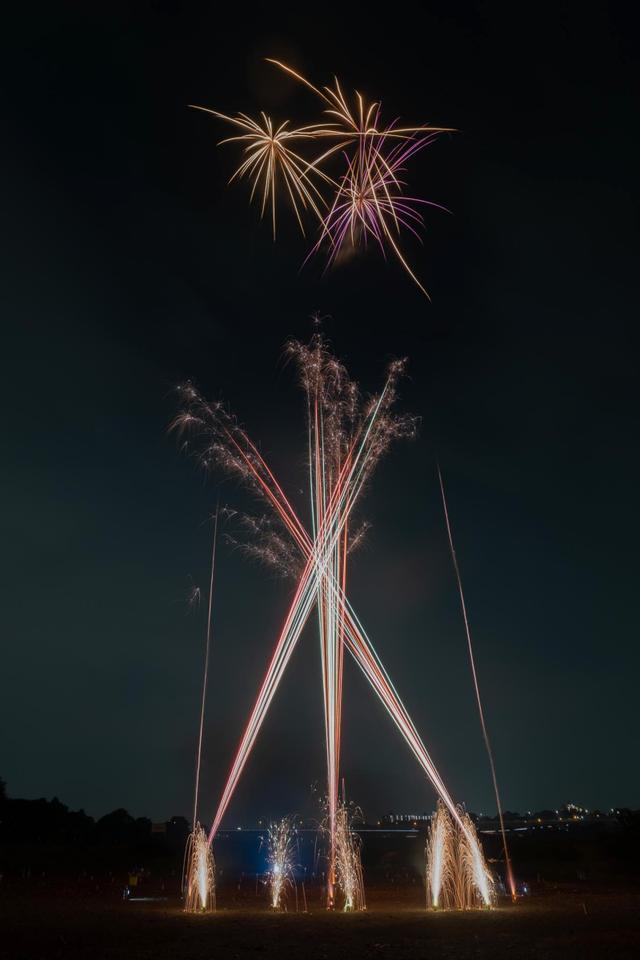 画像1: おもちゃの打ち上げ花火