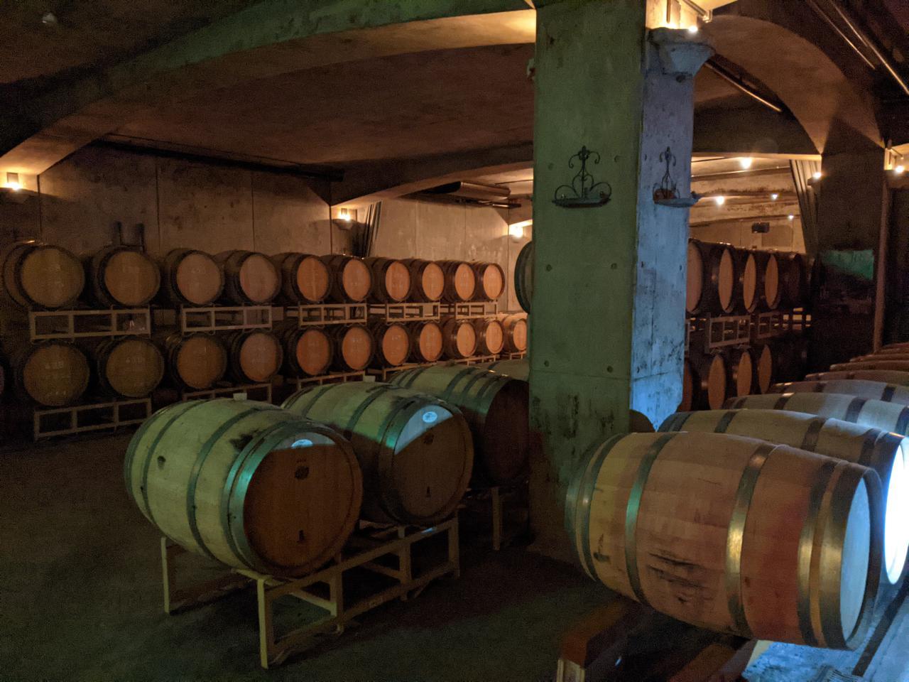 画像: ワインの樽熟庫。サドヤワイナリーは、ぶとう寺の善光寺から、苗を譲って貰ったのが始まりなんだとか!(サドヤワイナリー。スタッフ撮影)