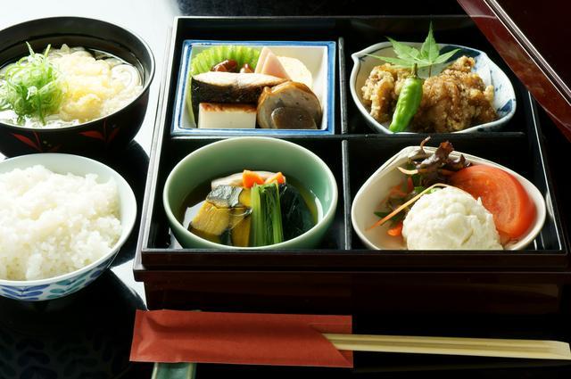 画像: 第1回の昼食はだしにこだわったうどん屋・うららでの和定食