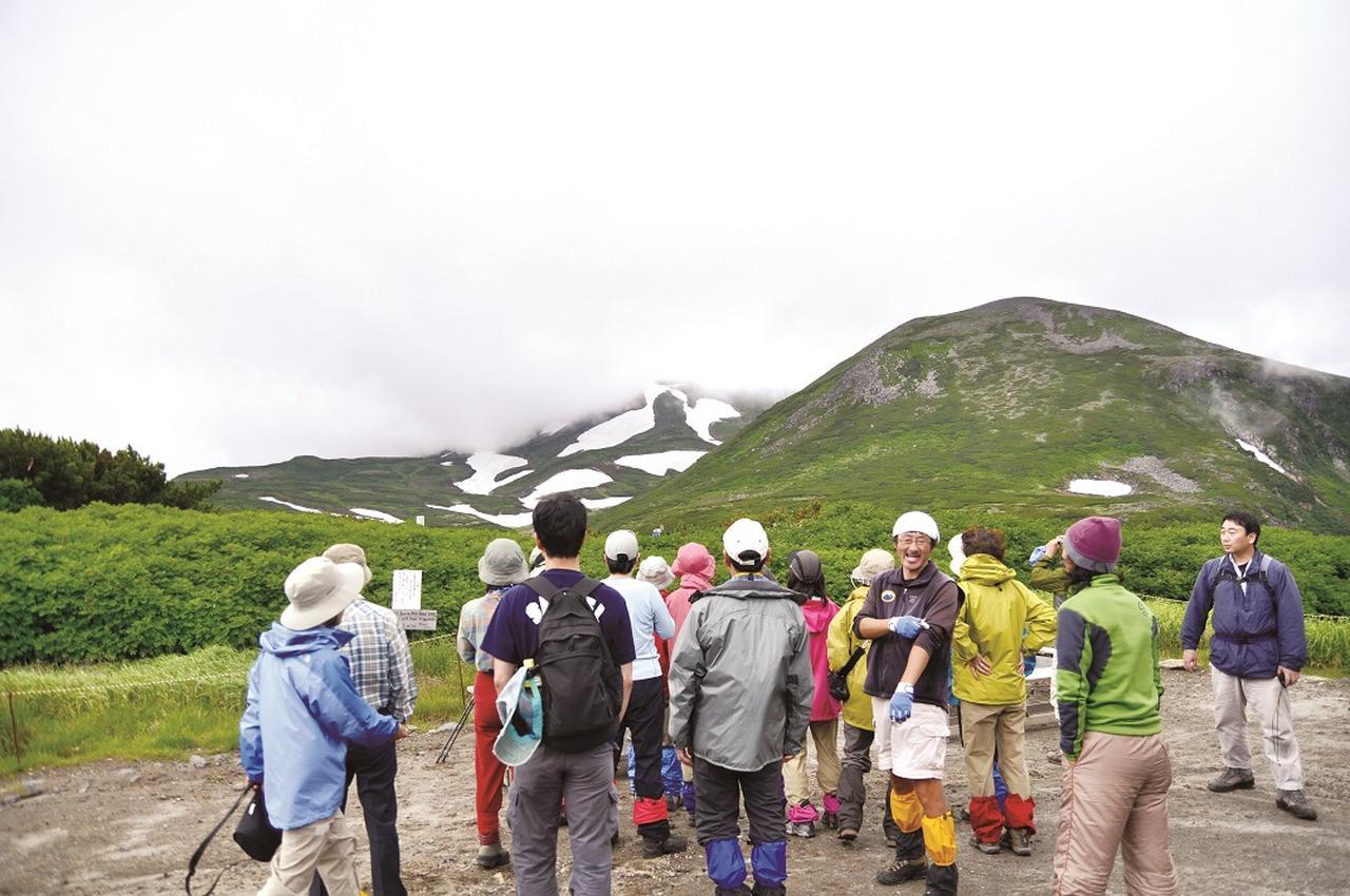 画像: 黒岳を案内する一守英忠ガイド