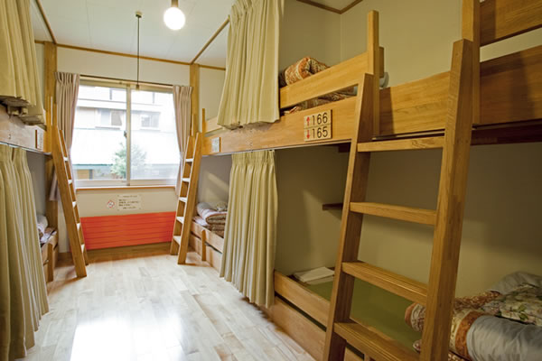 画像: 北アルプス・横尾山荘の客室(2段ベッド)