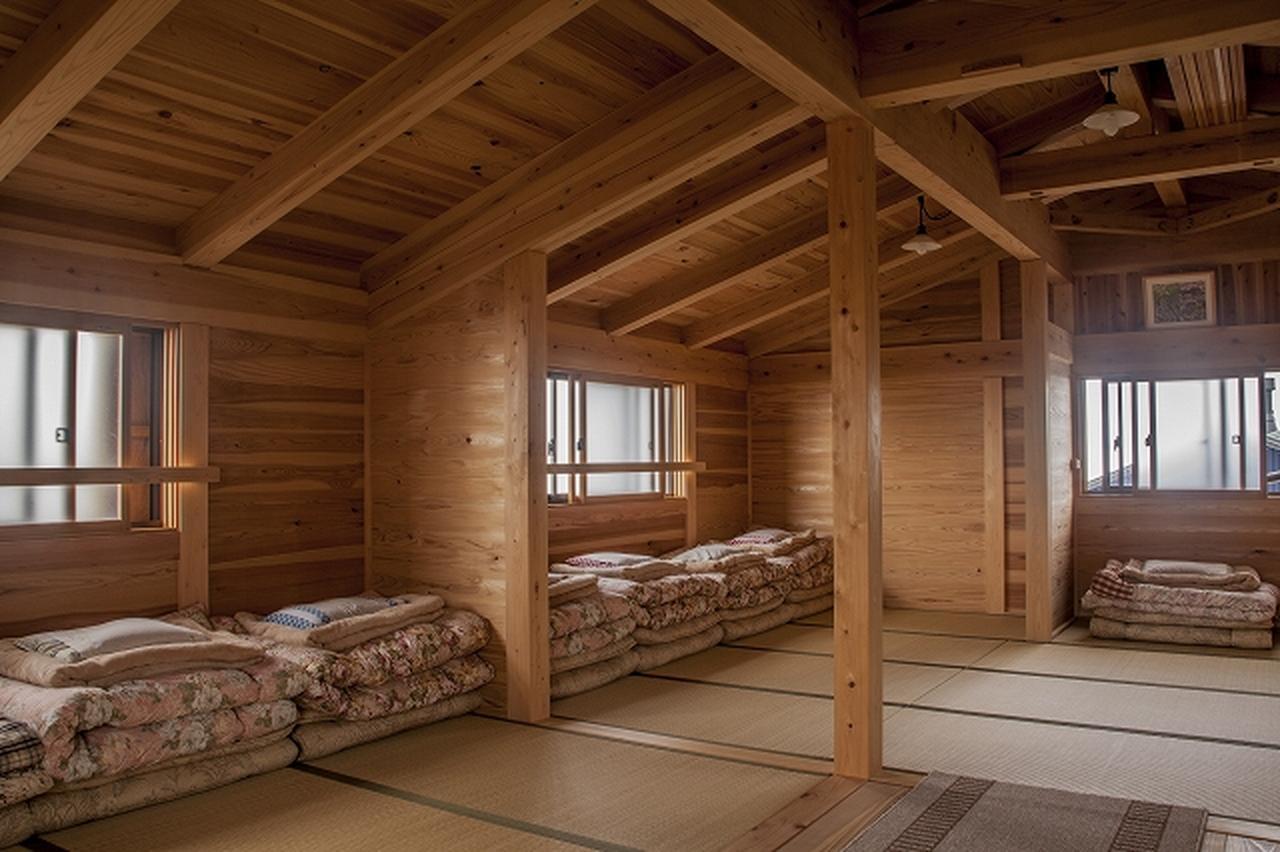 画像: 御嶽山・五ノ池小屋の客室(畳に布団)
