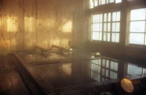画像: 那須・三斗小屋温泉の情趣あふれるお風呂