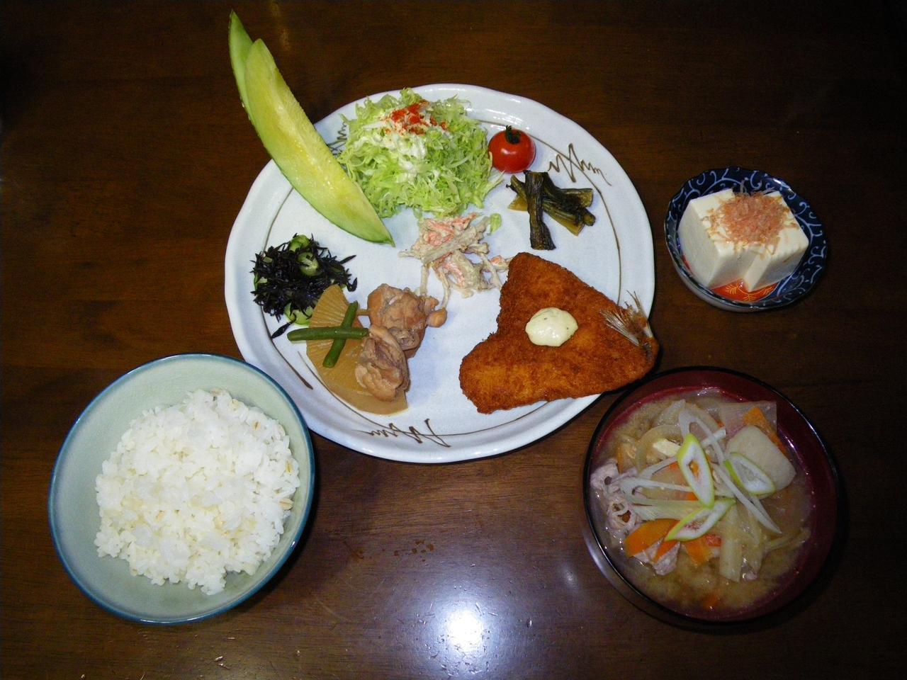 画像: 代表的な山小屋の夕食(八ヶ岳・青年小屋)