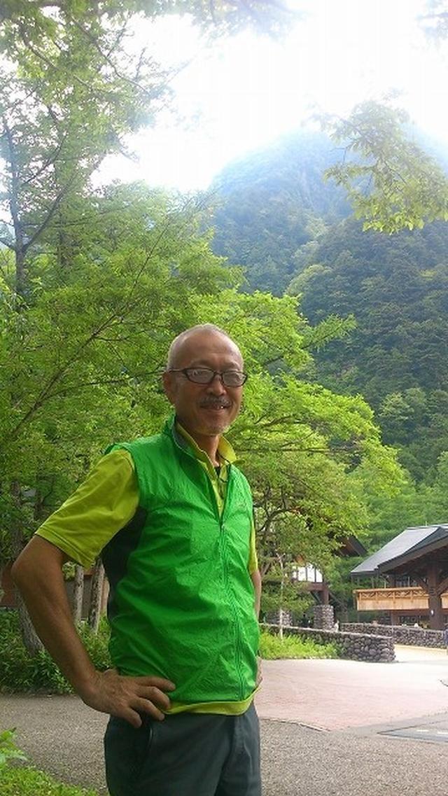 画像: <白田 剛ガイド> 山旅スクールの親父的ガイド。 18歳の頃から山登りを始め、大学ではクラブに入り、 その後クラブ監督をおよそ10年務める。 その間、ヒマラヤ5,000m級のトレッキングを2回実施。 厳冬期の飯豊連峰登山など冬から夏までの山をこなす。