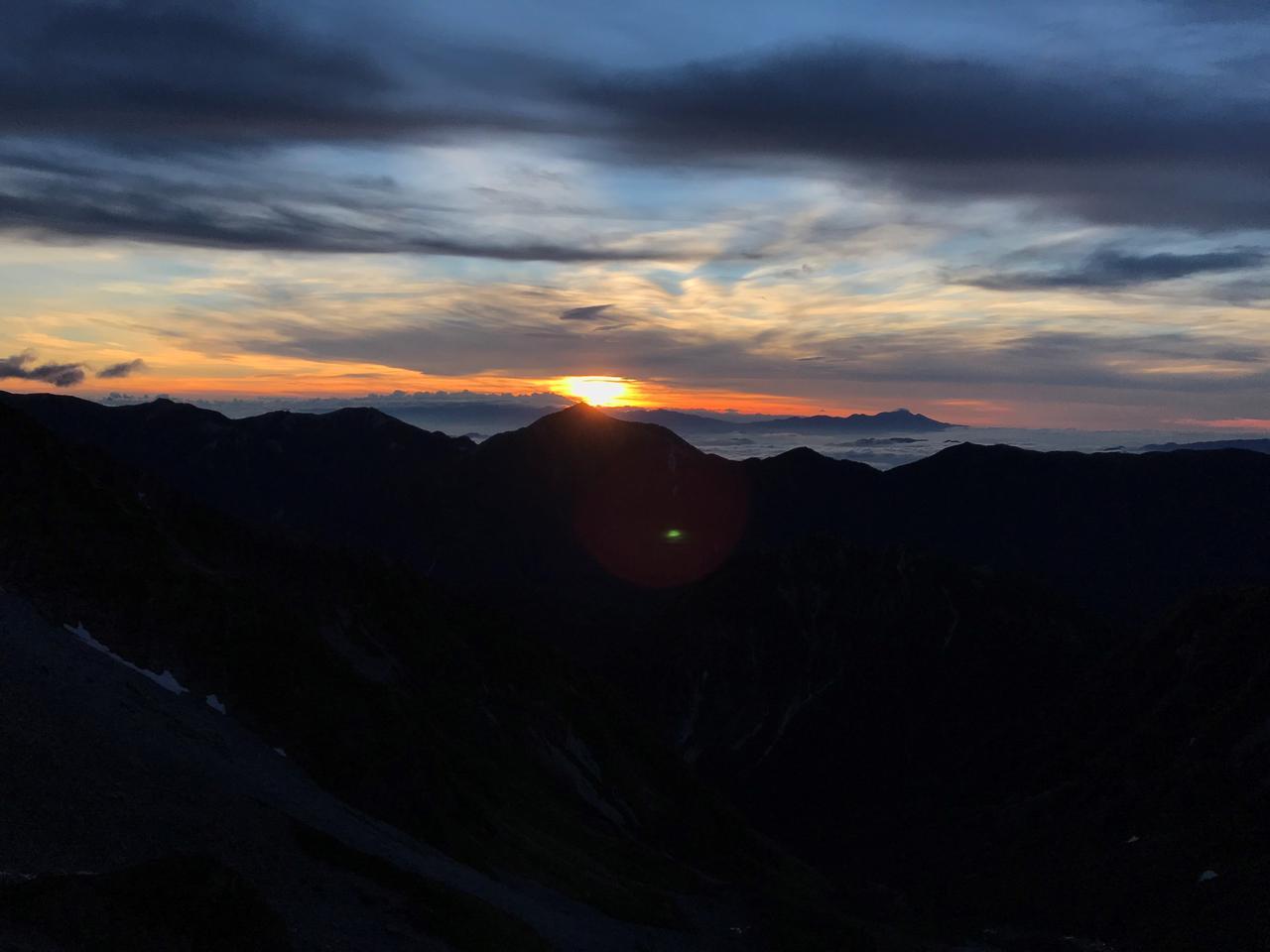 画像: 常念岳に重なる御来光