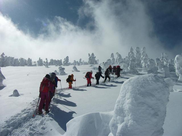 画像: ■樹氷原(写真は西吾妻山・天元台) スノーシューを使って、樹氷の間近まで歩けます