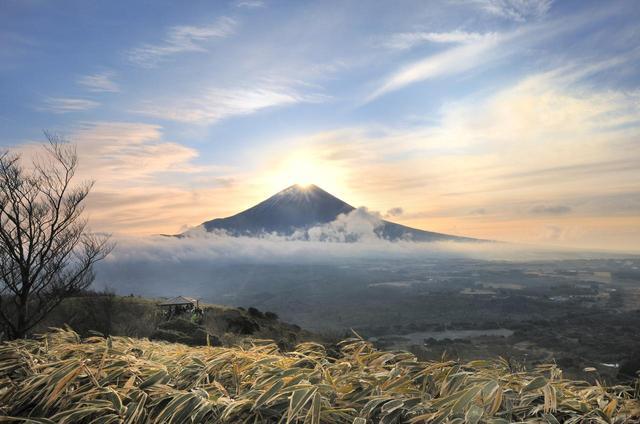 画像: 元旦にダイヤモンド富士といえばおなじみの竜ヶ岳。 比較的登り易く、富士山の真上に日の出するダイヤモンド富士は縁起のいい1年の幕開けになりますよ!