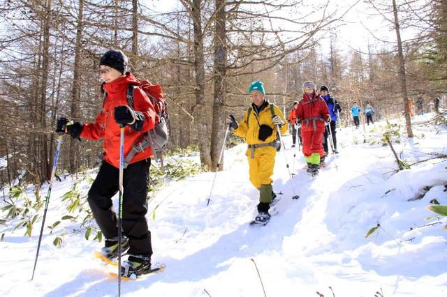 画像: スノーハイキングの様子