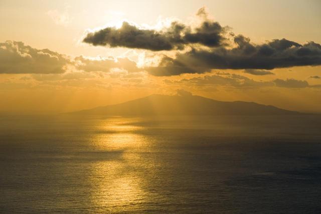 画像: 海面を照らすご来光