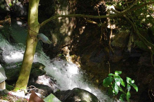 画像: 速いシャッタースピード(1/500秒)で撮った渓流。水しぶきが止まって見えます。