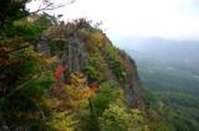 画像: <山旅会>『登山入門 福島県の紅葉の名所 霊山(りょうぜん)』|クラブツーリズム