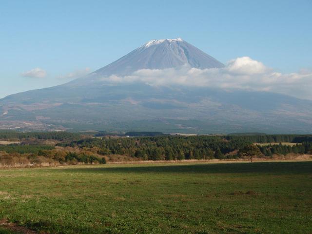 画像: 朝霧高原から眺める富士山