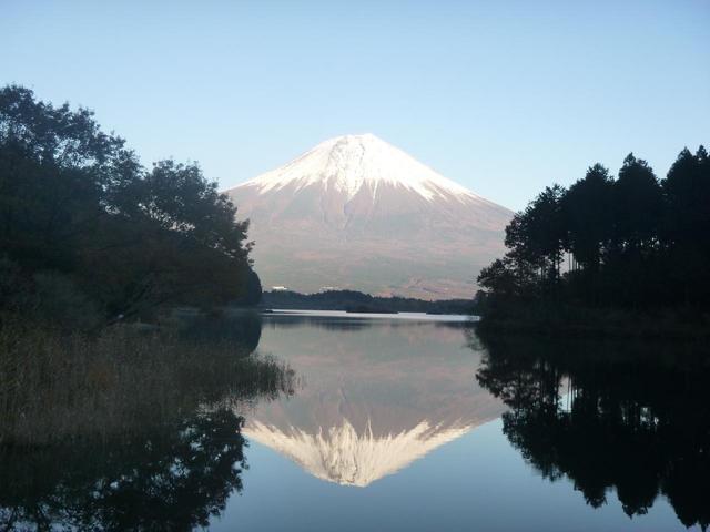 画像: 田貫湖と富士山