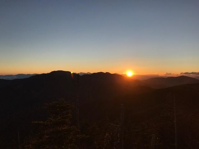 画像: 金峰山方面に沈む夕日(イメージ)