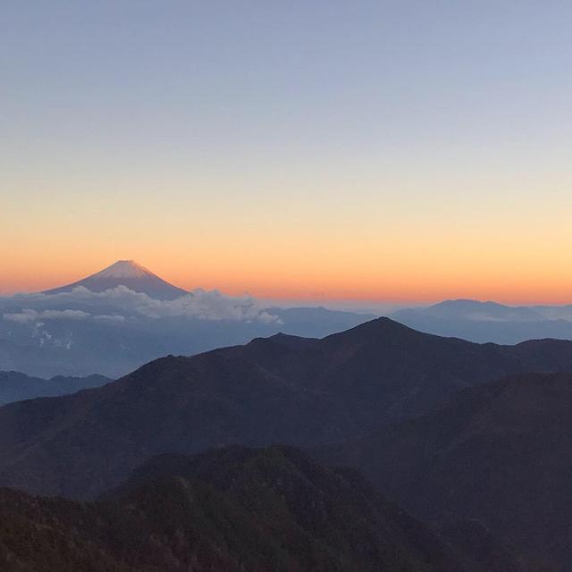 画像: 甲武信ヶ岳山頂からの眺める富士山(イメージ)