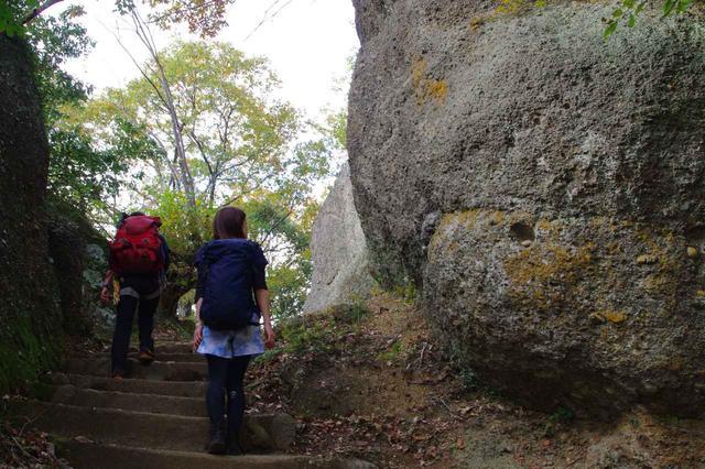 画像: 岩壁が凄い!