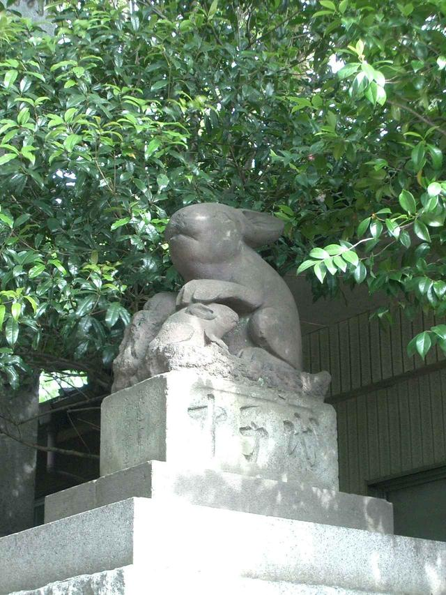 画像: 第3回:浦和宿・調神社にある珍しいうさぎの狛犬