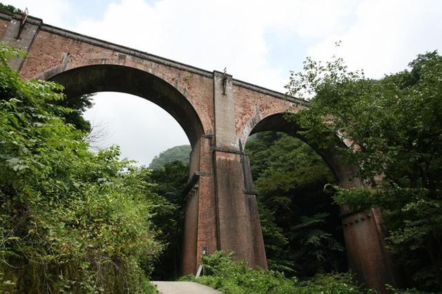 画像: 第17回では、廃線となった旧碓井峠・めがね橋の上へもご案内