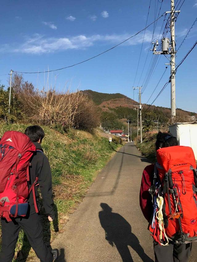 画像: 登山口まで歩きます♪のどかですね~
