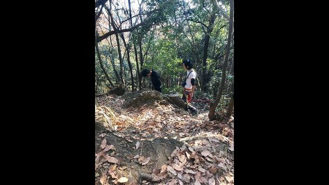 画像: 【山あるきへの招待状】登山ガイドによる急斜面へのフィックスロープの設置 www.youtube.com