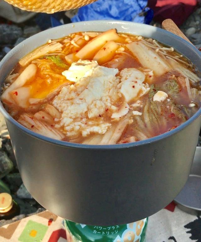 画像: メインの忘年会では、鷲尾さん手づくりのチゲ鍋を頂きました