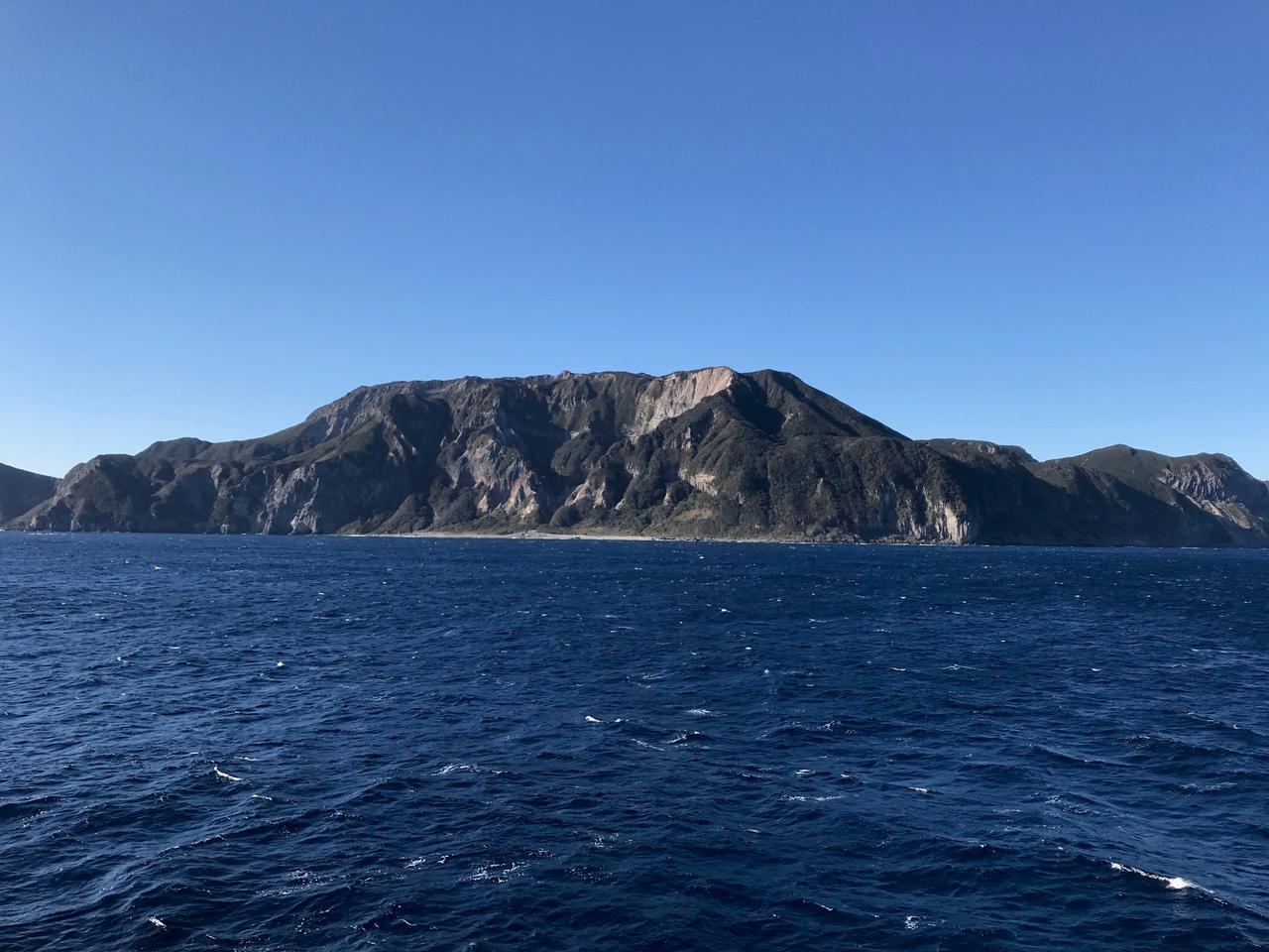 画像: 海上から見た神津島(イメージ)
