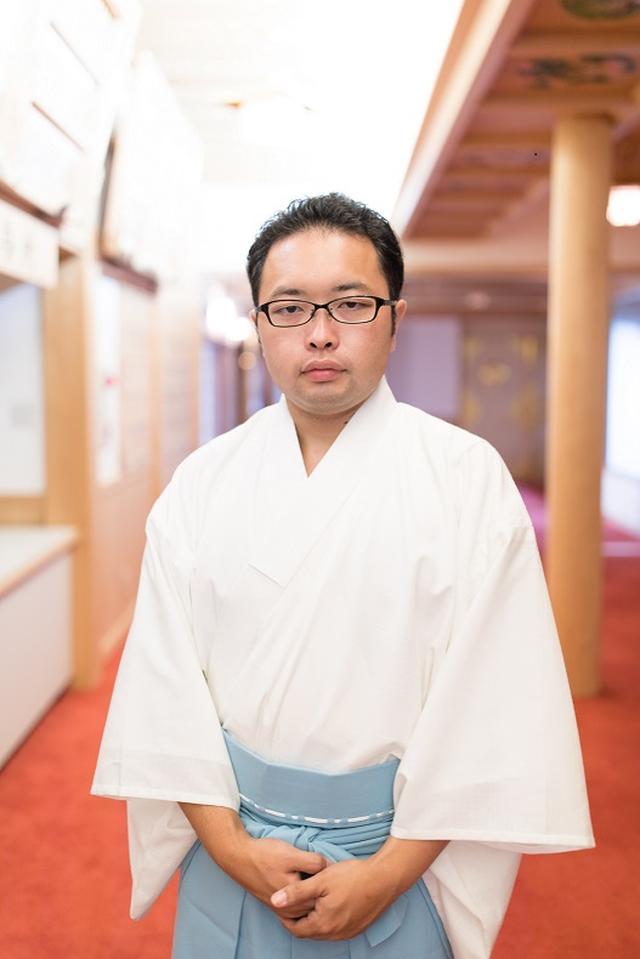画像: 先導師 目黒久仁彦さん ツアー当日は実際の先導師の装束を纏いご案内いたします。 ※やむを得ない事由により上記先導師以外が同行する場合があります。