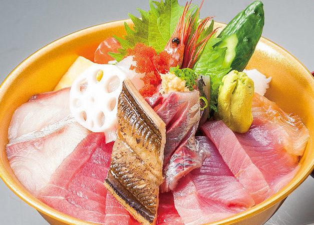 画像: 新鮮な海鮮丼の昼食(イメージ)