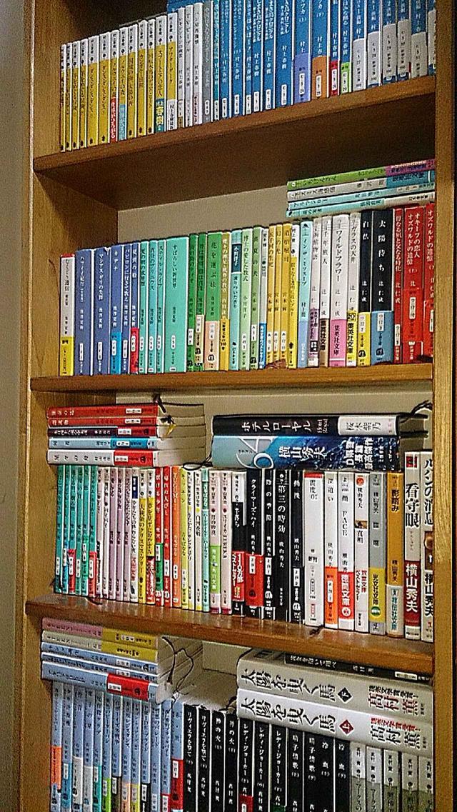 画像: 鷲尾さん自宅の本棚
