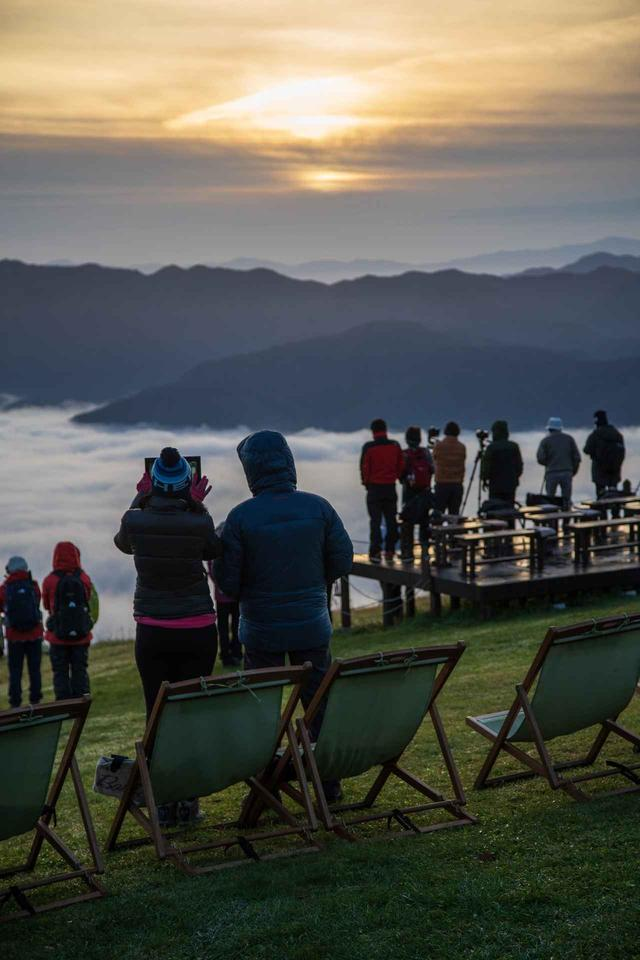 画像: 朝日と眼下に広がる雲海(イメージ/※雲海は天候状況により見られない場合があります)