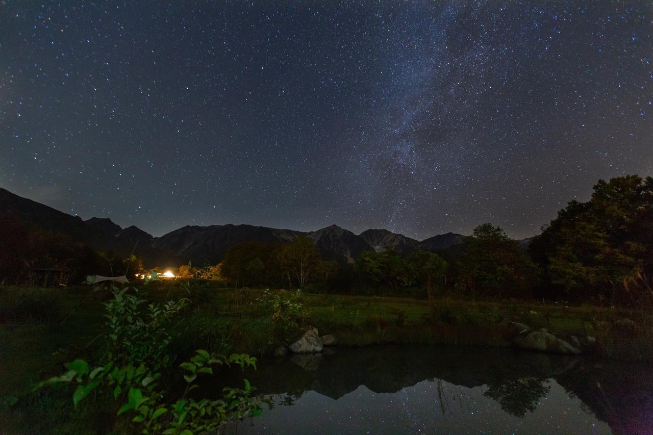 画像: 澄み切った空気のなか、空いっぱいに輝く星たち(イメージ/※星空は天候状況により見られない場合があります)