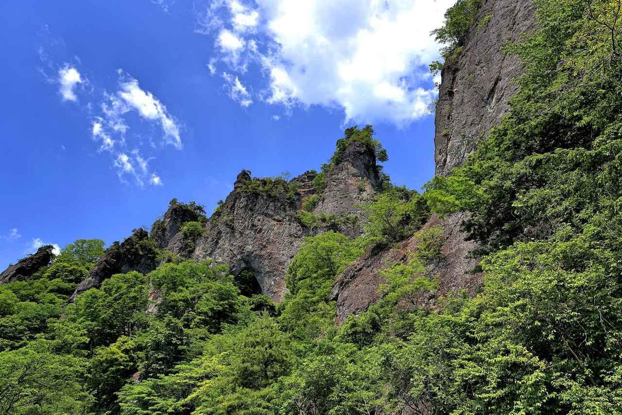 画像: 奇岩の峰が立ち並ぶ妙義山